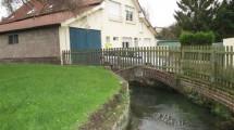 petite maison en bordure de rivière