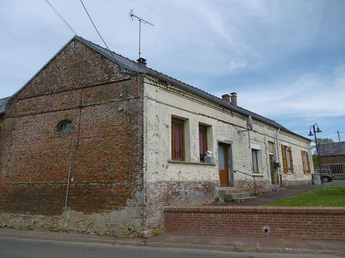 Gros potentiel pour cet ancien commerce  à 10minutes de St Valery sur Somme (2maisons)