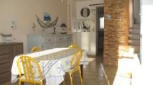 Jolie maison de ville vendue meublée à proximité commerces et plage