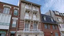 Appartement avec balcons à deux pas de la plage