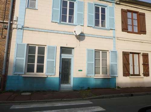 Maison de ville avec cour a rénover